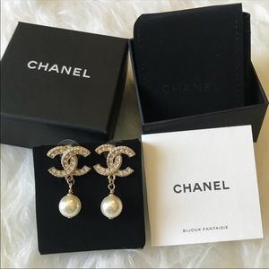 New CHANEL Crystal  CC Pearl drop Stud   earrings